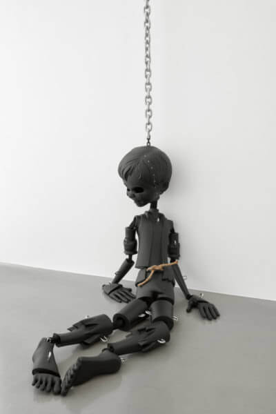 Jordan Wolfson, <em>Black Sculpture</em>, 2017. Installation view at Sadie Coles HQ.