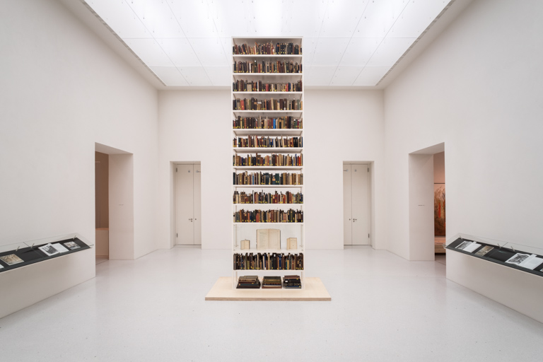 Maria Eichhorn, <em>Unlawfully acquired books from Jewish ownership</em>, 2017. Installation view, Neue Galerie, Kassel, © Maria Eichhorn/VG Bild-Kunst, Bonn 2017. Photo: Mathias Völzke